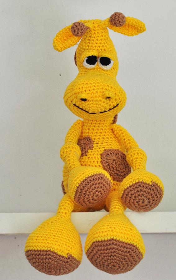 Heart & Sew: Julie's Giraffe - Free Crochet / Amigurumi Pattern | 900x566