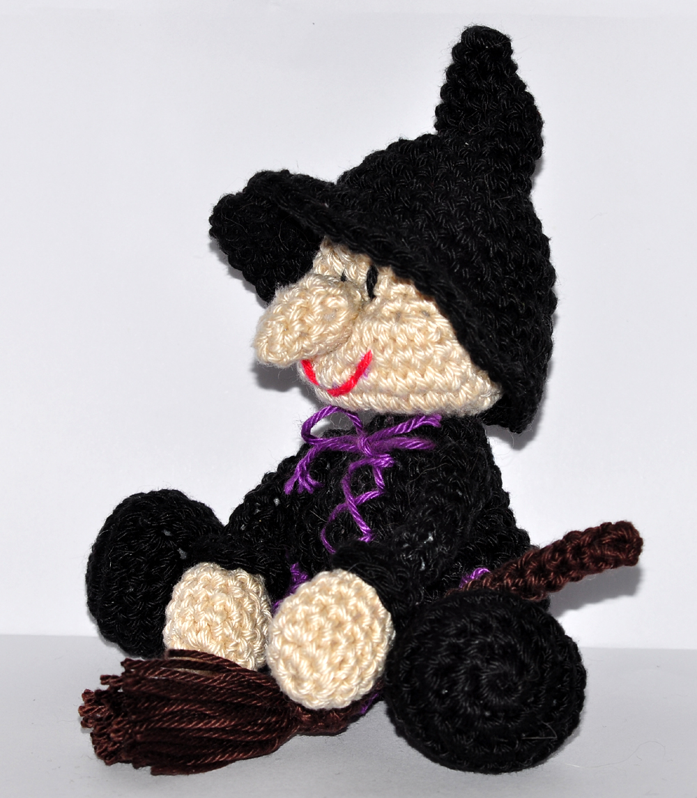 Halloween witch amigurumi pattern - Amigurumi Today | 1145x1000