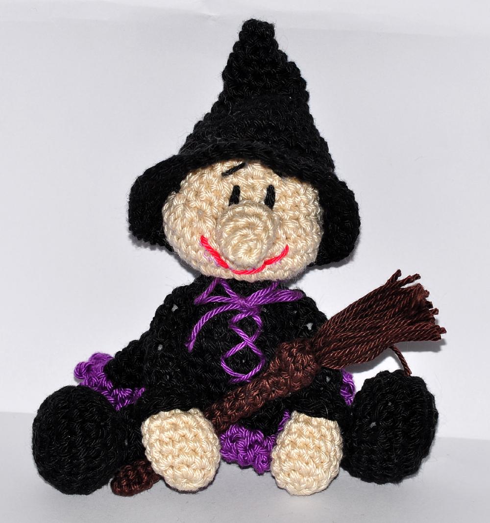 Little Witch Cute Crochet Pattern ⋆ Crochet Kingdom | 1067x1000