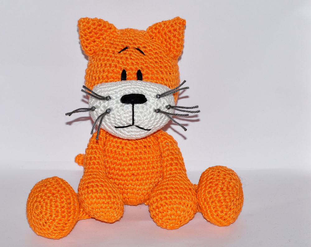 Playing Cat Amigurumi Free Crochet Pattern | 794x1000